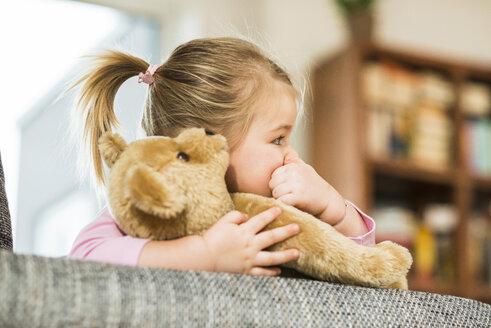 Girl with teddy - UUF003355