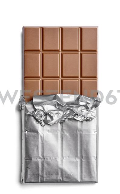 Chocolate bar on white background - RAMF000038