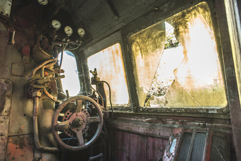 Bulgaria, inside of an old steam locomotive - DEGF000282