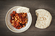 Dish of baked beans with tomato sauce and flat bread - EVGF001108