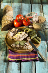 Liverwurst spread with pickled cucumber and tomatoes - MAEF009718