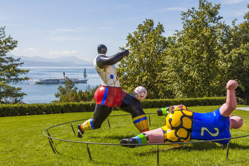 Switzerland, Lausanne, figues of football players in garden of Olympic Museum - WD002917