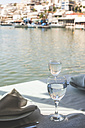 Greece, Athens, Piraeus, laid table in restaurant at harbour - DEGF000154