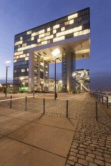 Germany, Cologne, Rheinau harbour, Crane house in the evening - WI001391