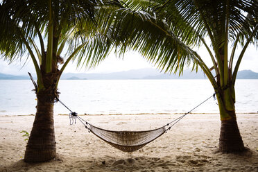 Philippines, Palawan, hammock and palms on a beach near El Nido - GEMF000050