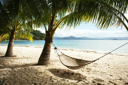 Philippines, Palawan, hammock and palms on a beach near El Nido - GEMF000049