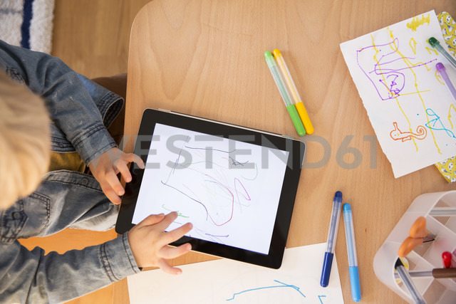Little boy drawing with digital tablet - MFF001508