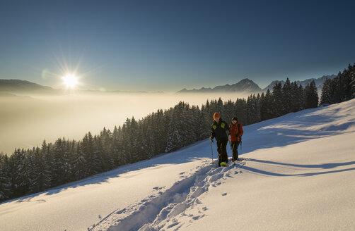 Austria, Tyrol, Schwaz, couple snowshoeing - MKFF000172