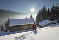 Austria, Tyrol, Schwaz, woman snowshoeing - MKFF000174