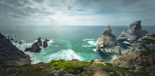 Portugal, Coast at beach of Praia Ursa, Panorama - STCF000061