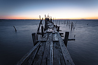 Portugal, Algarve, Carrasqueira, wooden boardwalk - STCF000062