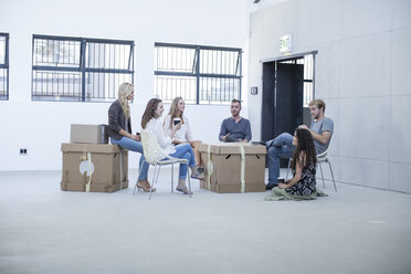 Creative office people meeting before moving in - ZEF003014