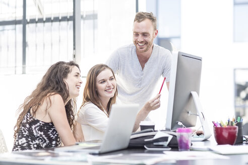 Creative office people having a discussion on a computer - ZEF003076
