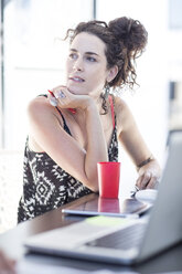 Creative office woman thinking - ZEF003082