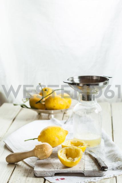 Fresh lemons for making lemonade - SBDF001693 - Susan Brooks-Dammann/Westend61