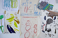 Children's drawings on wall - RHF000650