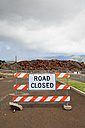 USA, Hawaii, Maui, Lahaina, road closed sign - BR001010