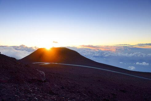 USA, Hawaii, Maui, Haleakala, sunset on mountain top - BRF001034