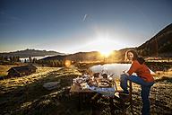 Austria, Salzburg State, Altenmarkt-Zauchensee, alpine pasture, breakfast at sunrise - HHF005107