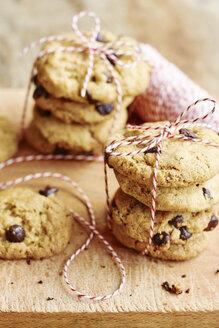 Home made chocolate chip cookies - HAWF000694