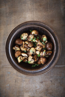 Fried mushrooms with garlic and parsley - EVGF001284
