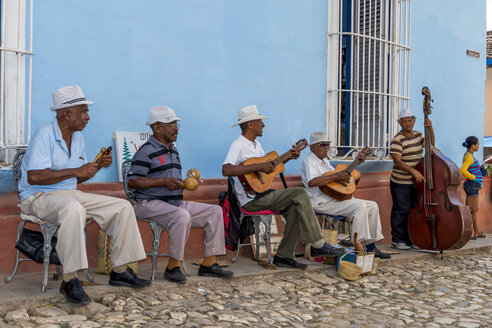 Cuba, Trinidad, senior music group playing in front of house facade - EJW000684