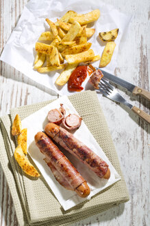 Bernese sausages with French Fries - MAEF009845