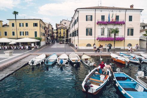 Italy, Veneto, Bardolino, Town hall and moored fishing boats - GS001000