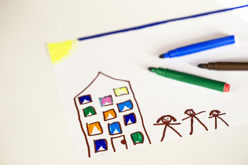 Children's drawing of a house and family - JFEF000611