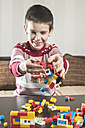 Boy playing with building bricks - DEGF000372
