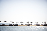 Egypt, El Gouna, beach with umbrellas and chairs - STK001200