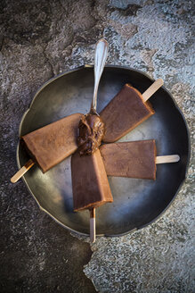 Nutella popsicle, spoon with Nutella, bowl - LVF002942