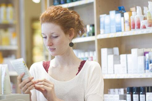 Female customer informing in an organic shop - SGF001384