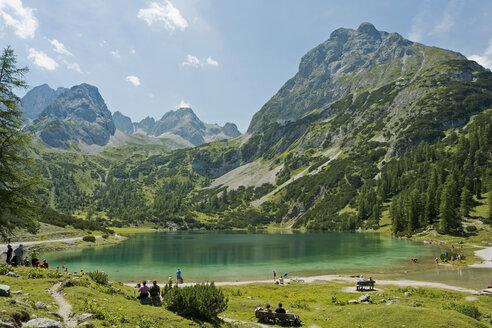 Austria, Tyrol, Ehrwald, Seebensee with Sonnenspitze - UMF000753