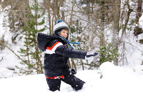 Happy boy playing with snow in the woods - GEMF000086