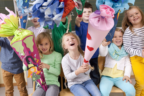 Group of happy pupils with school cones in classroom - MFRF000156