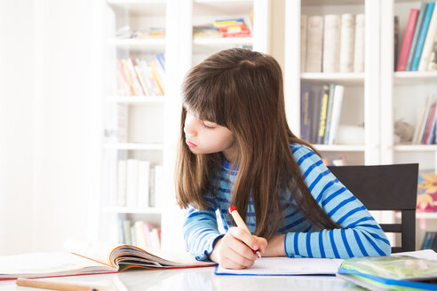 Girl doing homework - LVF002966