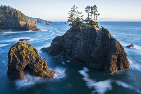 USA, Oregon, Oregon State Park, Samuel H Boardman State Park, Pacific Coast, Long Exposure - FOF007778