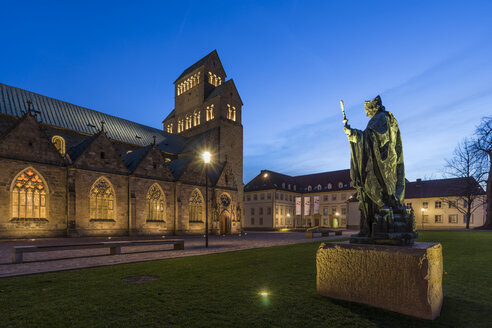 Germany, Hildesheim, cathedral with Bernward Monument at dusk - PVC000274
