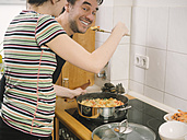 Couple trying freshly cooked paella - KRPF001337
