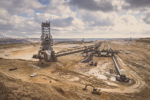 Germany, Juechen, brown coal mining with bucket-wheel excavator - FR000217