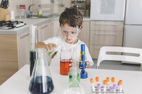 Boy playing science experiments at home - DERF000018