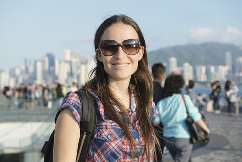 Hong Kong, Kowloon, smiling tourist in the avenue of stars - GEMF000104