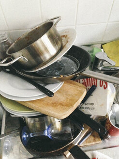 Pile of dirty dishes - GC000044