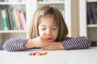 Little girl eating chocolate buttons - LVF003032
