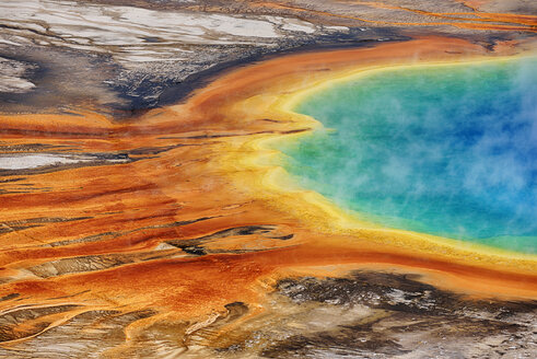USA, Wyoming, Yellowstone National Park, Grand Prismatic Spring at Midway Geyser Basin - RUEF001547