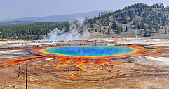 USA, Wyoming, Yellowstone National Park, Grand Prismatic Spring at Midway Geyser Basin - RUEF001551