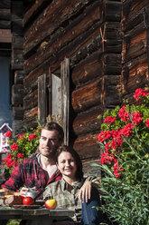 Austria, Altenmarkt-Zauchensee, couple having a break at alpine cabin - HHF005146