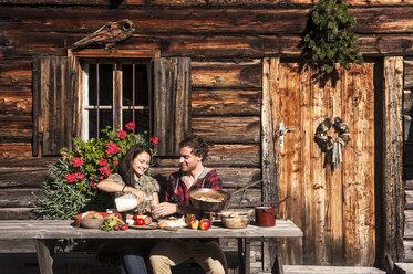 Austria, Altenmarkt-Zauchensee, couple having a break at alpine cabin - HHF005148
