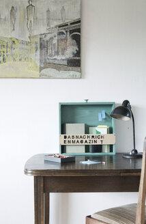 Upcycled drawer used as bookshelf - GIS000056